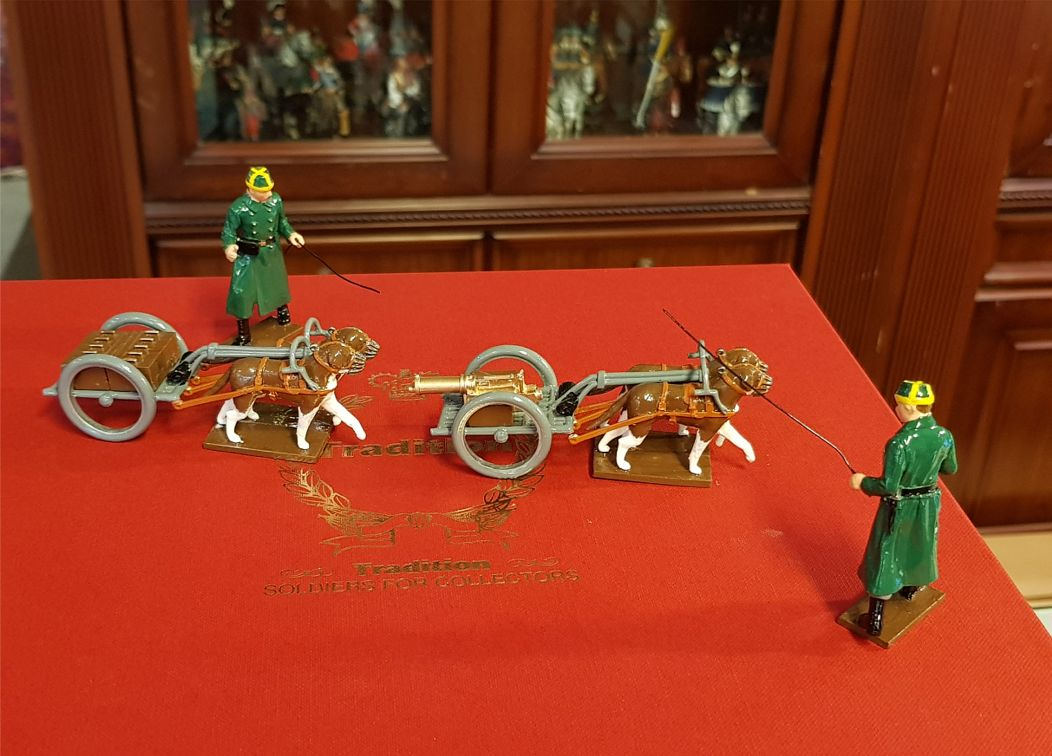 Toy Soldier Set Belgian - Dogcart with a mount for a Machine Gun and Limber and two followers 1st Carabinier Regiment