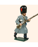 0105 2 Toy Soldier Private running  Coldstream Guards Kit